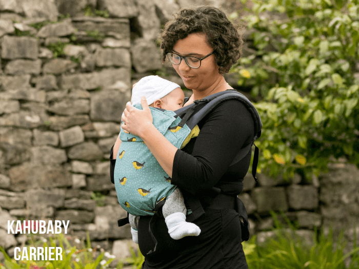 Mum and baby using the KahuBaby baby carrier